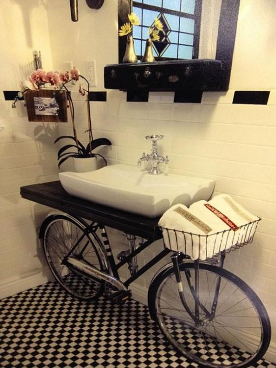 lavabo hecho con una base de bicicleta
