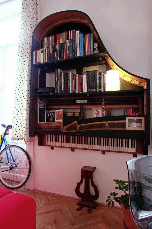 LIBRERO HECHO CON UN PIANO