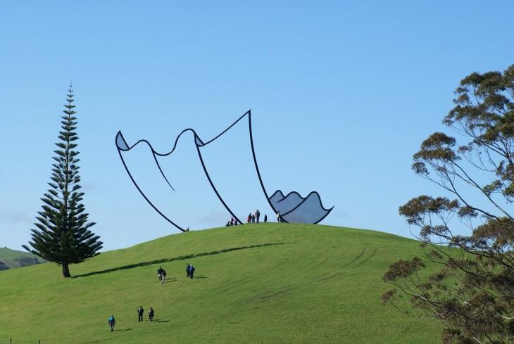 Escultura que parece un pañuelo en Nueva Zelanda