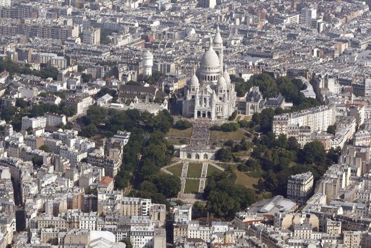 VISTA PANORAMICA DE LA IGLESIA DEL SAGRADO CORAZON DE PARIS EN FRANCIA