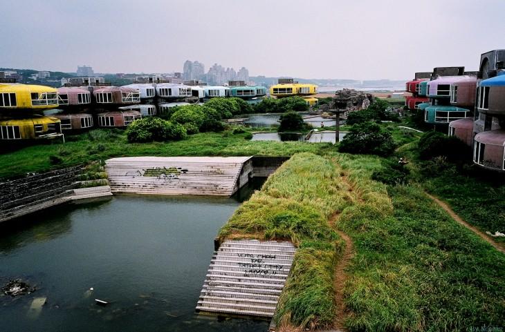 Casas abandonadas en la ciudad de San Zhi en Taiwan