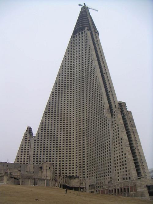 fotografía del hotel Ryugyong. Pyongyang en Corea del Sur sin terminar