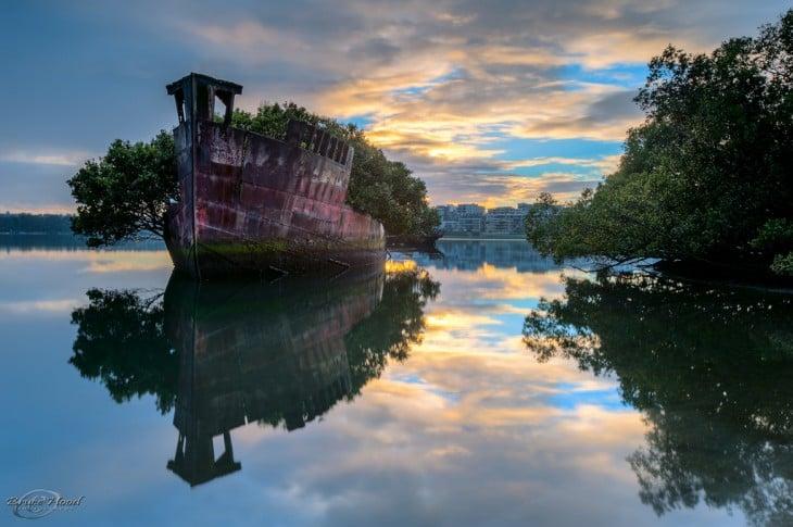 Barco flotante en Sydney, Australia