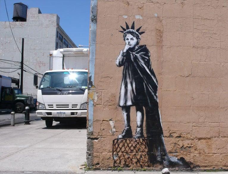 Banksy Las 21 Mejores Obras De Este Artista Callejero