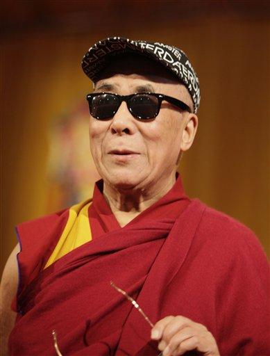 Dalai Lama lentes negros