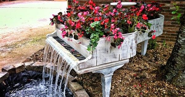 fuente hecha con un piano