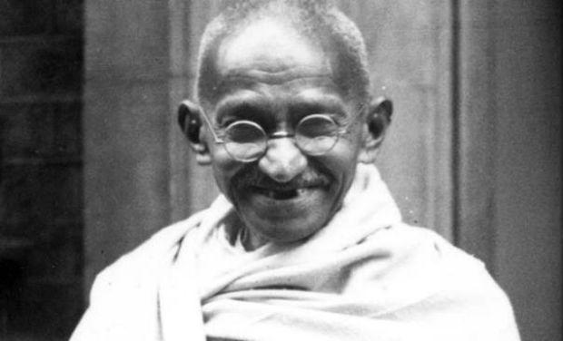 mahatma-ghandi sonriendo
