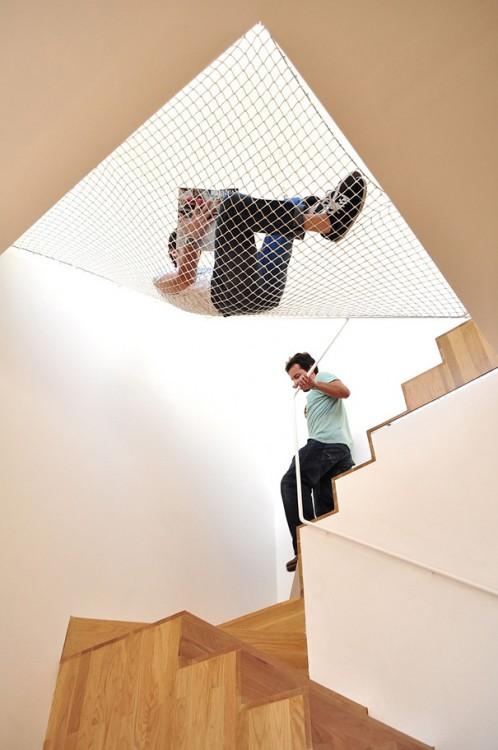 Hamaca Sobre Escalera dentro del hogar