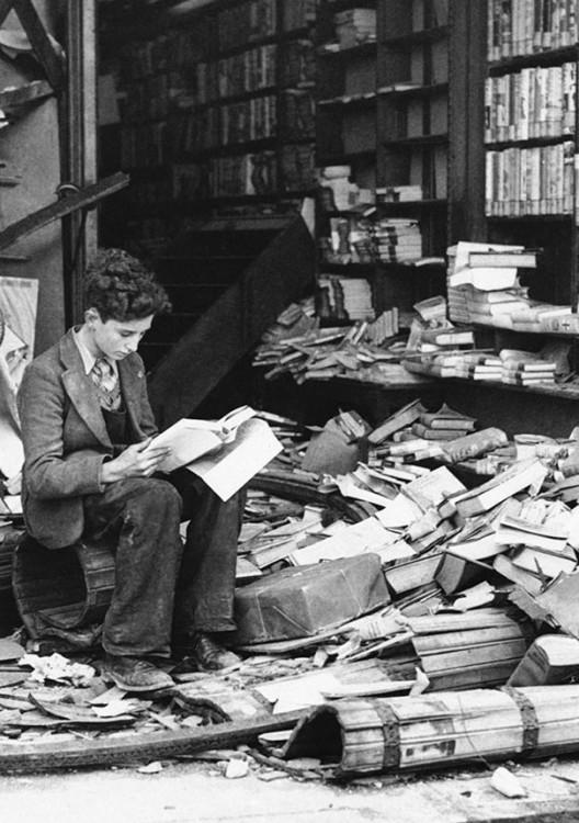 LIBRERIA BOMBARDEADA EN LONDRES, 1940