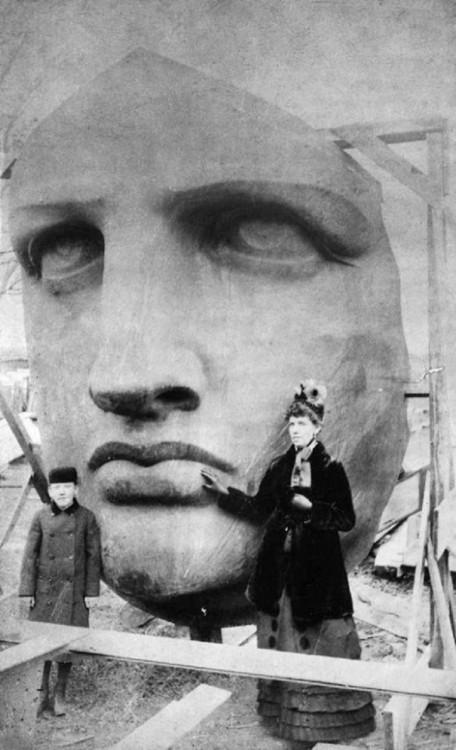 Desembalaje de la cabeza de la Estatua de la Libertad, 1885