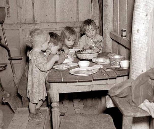 Cena Navideña durante la gran depreción, coles y rabanos