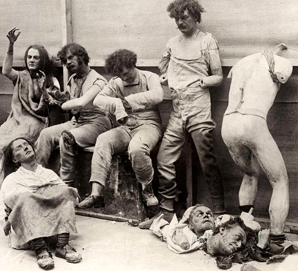 Manequíes dañados y derretidos, luego del incendio en el Museo de Cera, Madame Tussaud, Londres, 1930