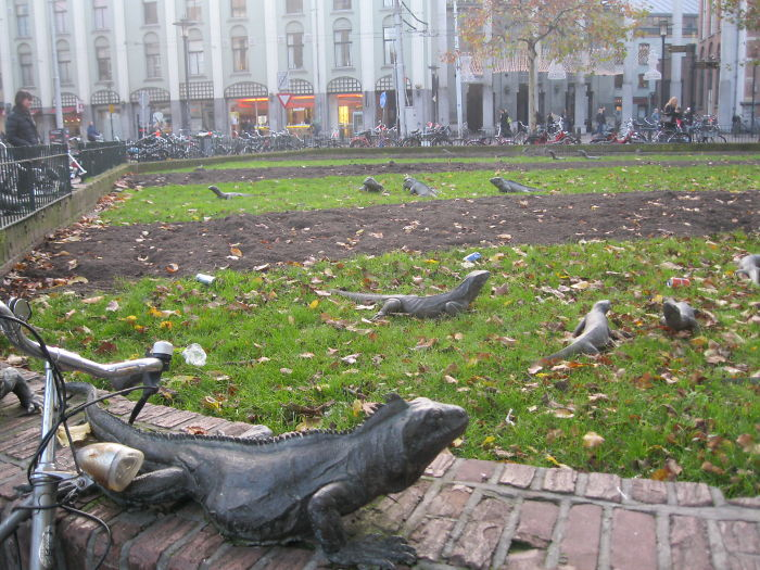 estatuas pintorescas en Amsterdam, las Iguanas