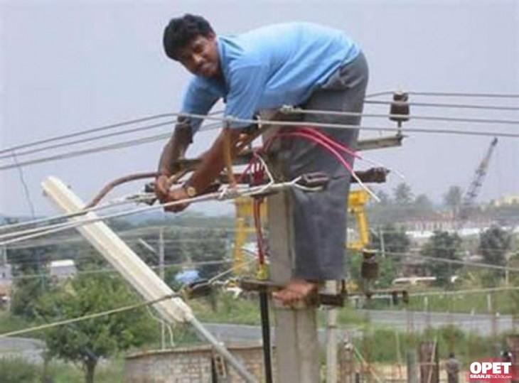 HOMBRE DE LA INDIA ELECTRIFICADO