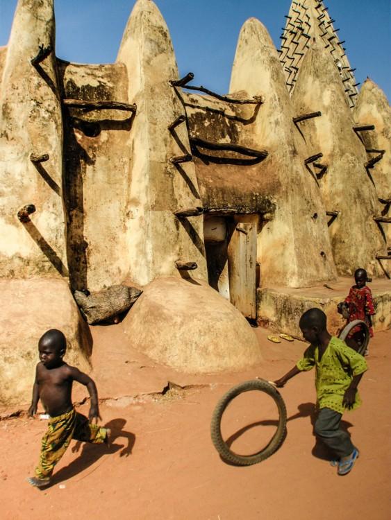 22. Niños jugando en Burkina Faso