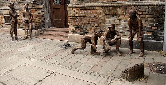 Estatuas en Budapest, Los chicos de Paul street
