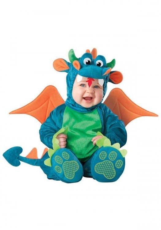 bebé disfrazado de dragon