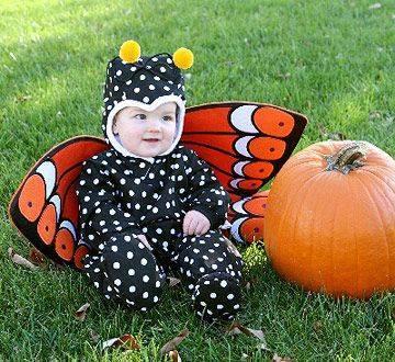 bebé disfrazado de mariposa