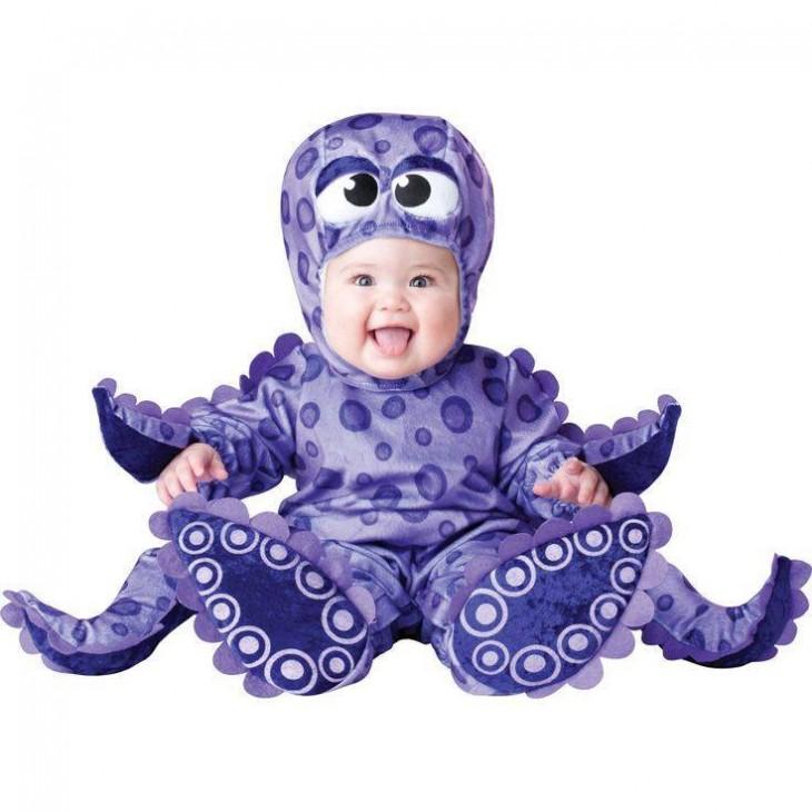 bebé disfrazado de pulpo