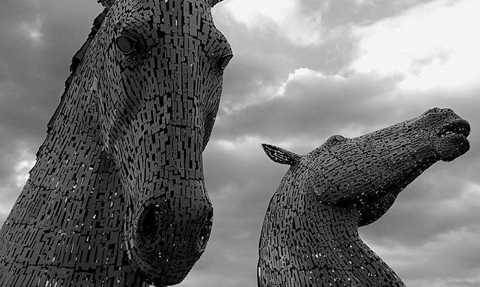 Estatua de caballos en Escocia