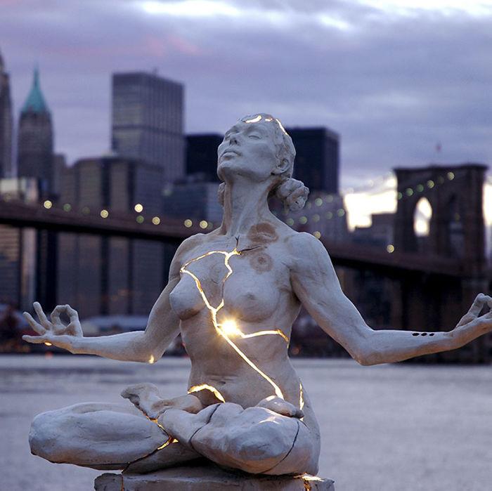 Escultura Expansión, meditación de Paige Bradley