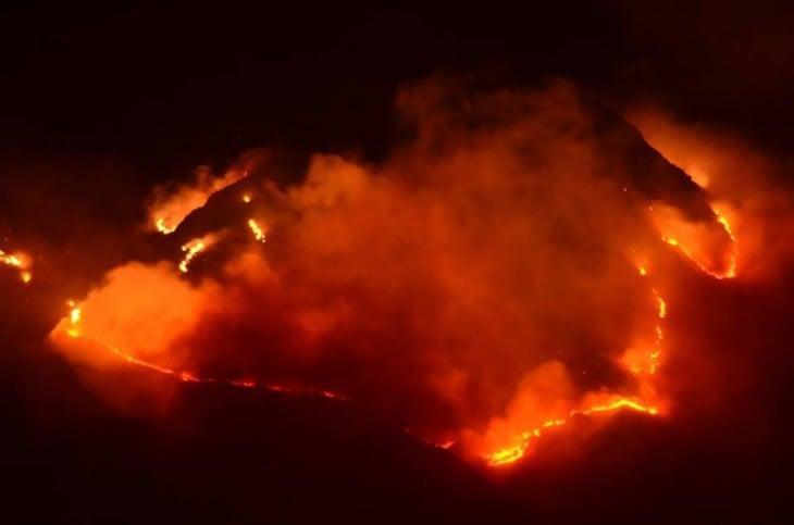 imagen que muestra mucho fuego