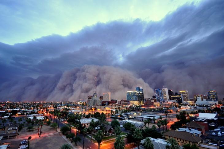 imagen que muestra una tormenta de polvo en una ciudad