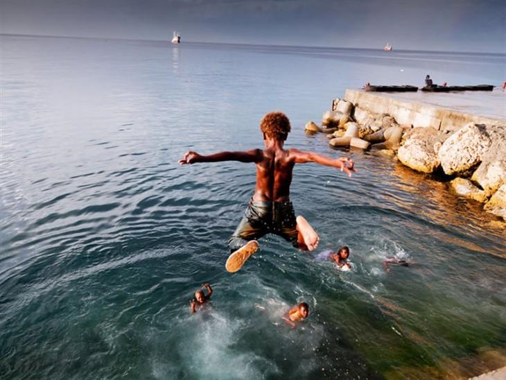 Fotos mágicas de niños jugando alrededor del mundo