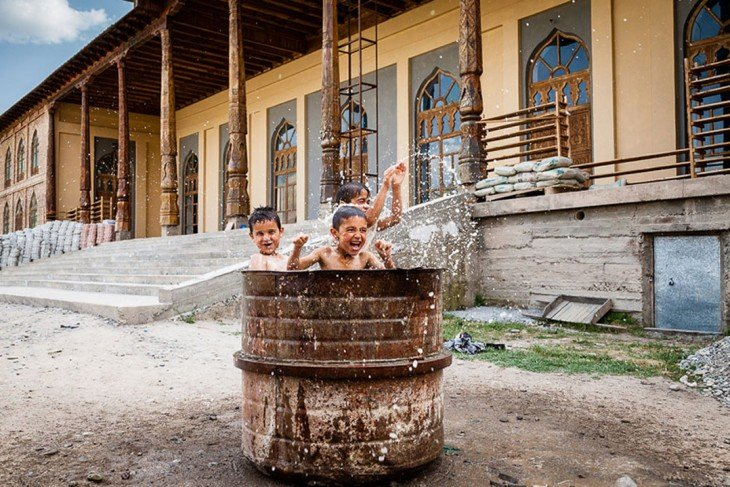 Jugando en un tacho, Tajikistán