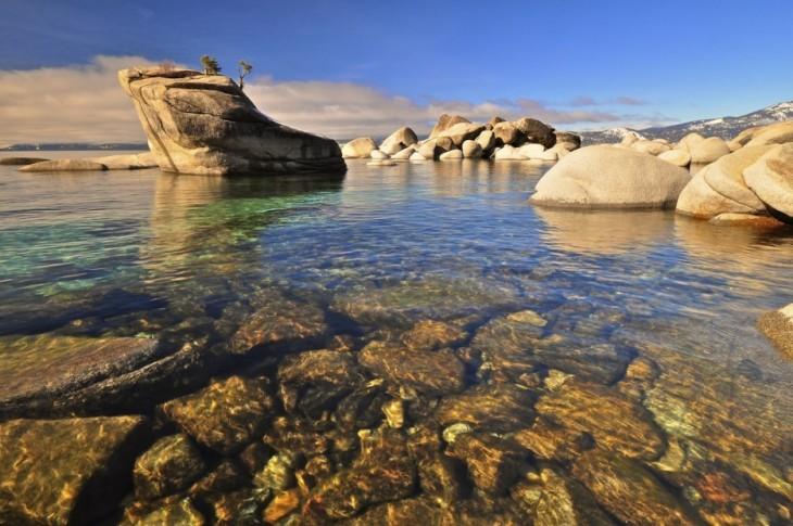 lago tahoe con agua pristina