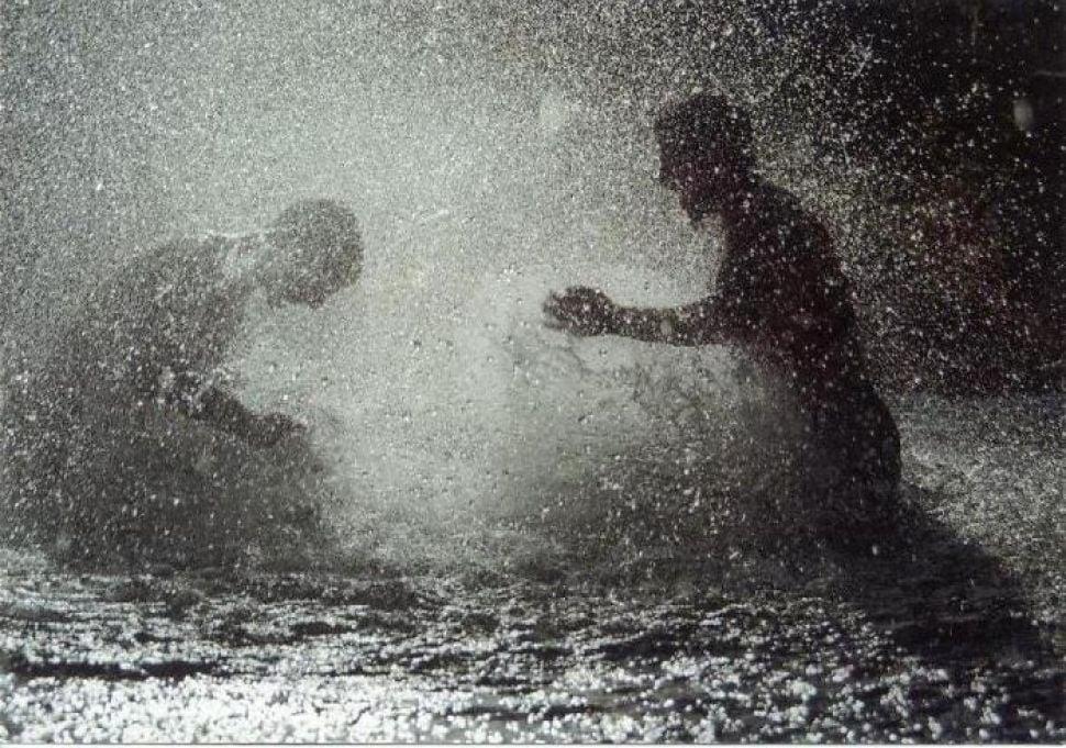 Resultado de imagen para imágenes niños bajo la lluvia