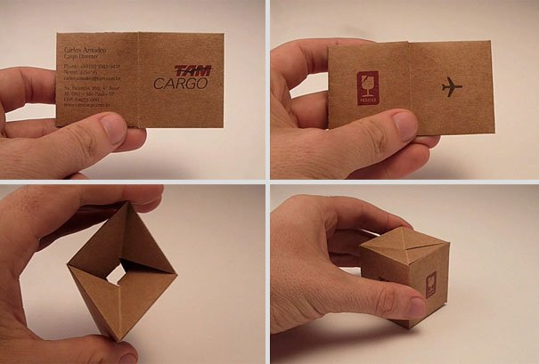 Tarjeta transformable en caja de envíos