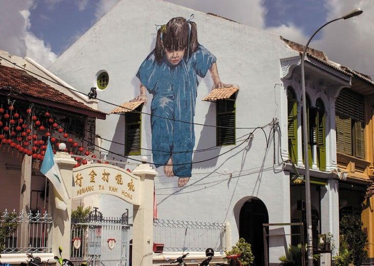 chica sobre cables, arte urbano