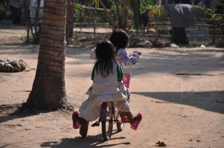 Andando en bicicleta en Cambodia