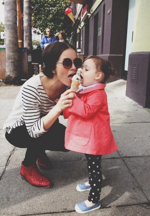 comiendo helado