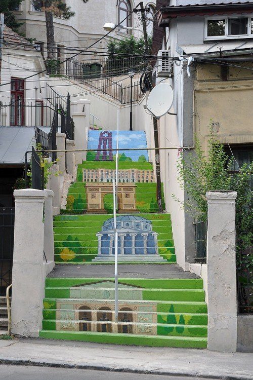 escaleras con monumentos
