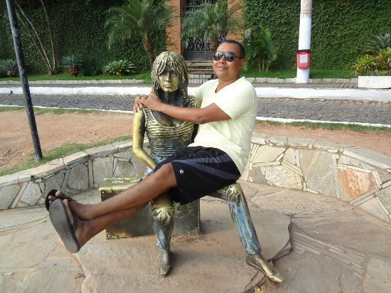 estatua-brigitte-bardot orla bardot Buzios