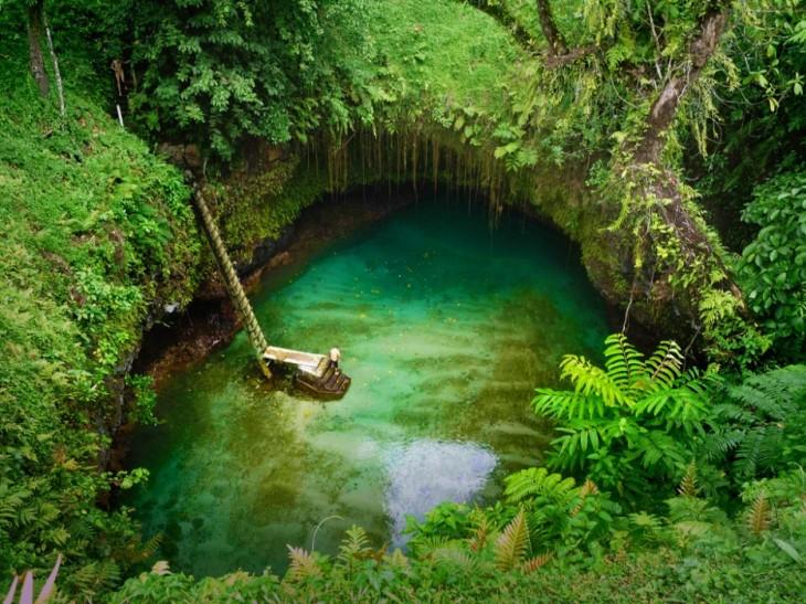 lago tosua con escalera
