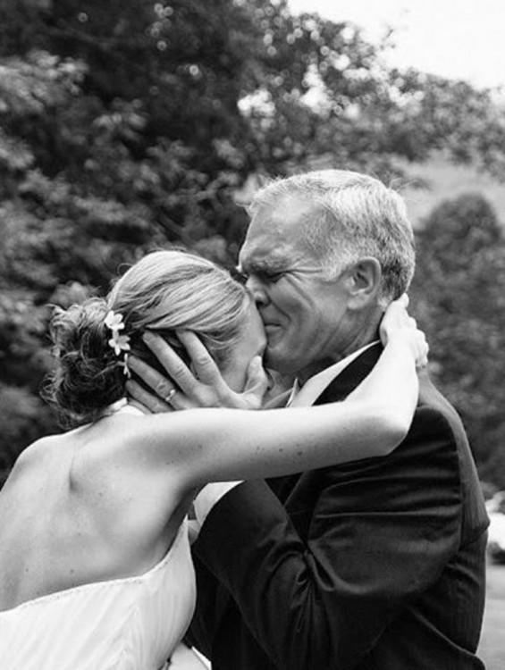beso el papa de la novia antes de que ese case