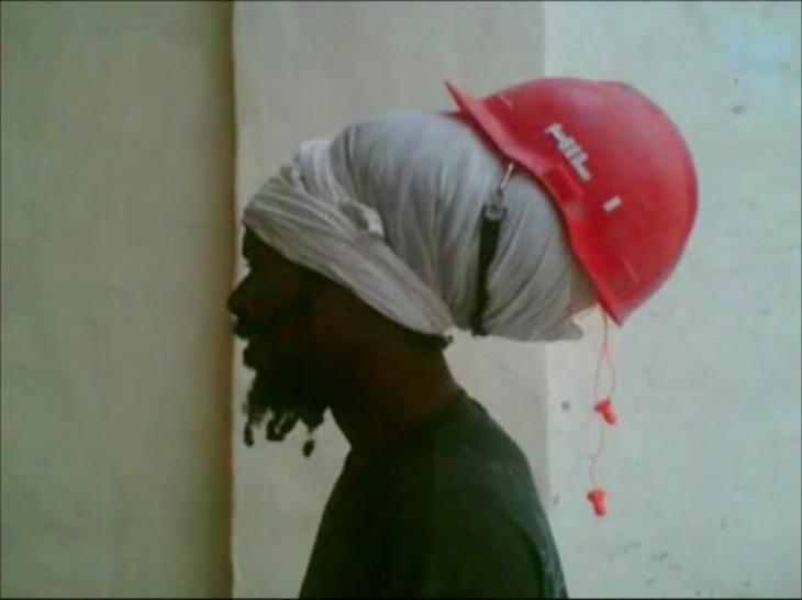 rasta con casco