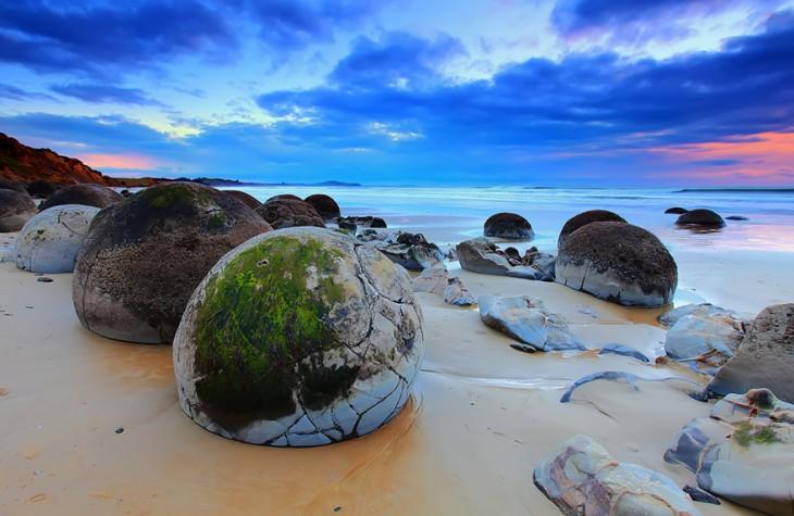 playa de las rocas circulares