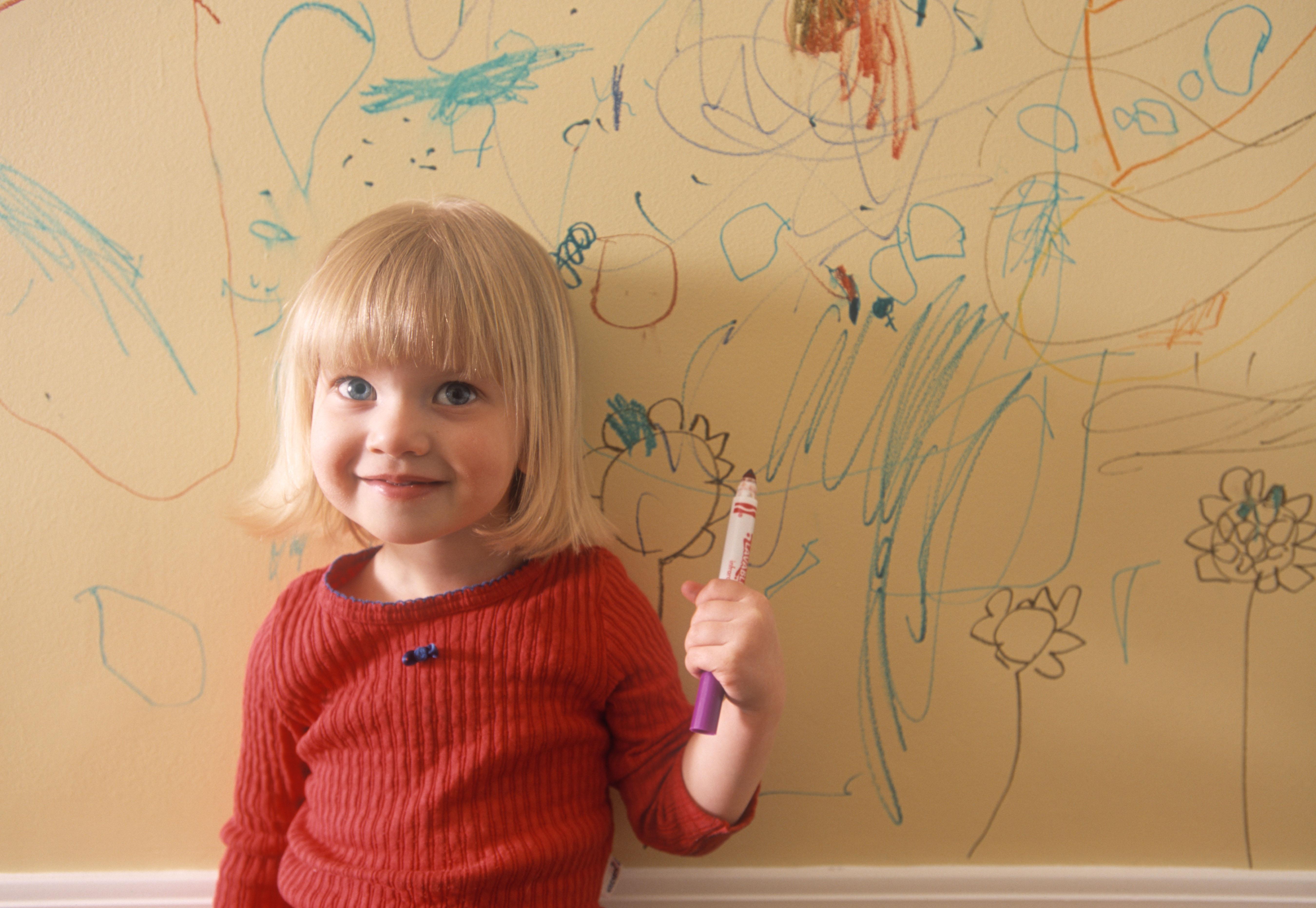 Variadas maneras en que los ni os pueden amargarnos el d a - Ninos pintando con las manos ...