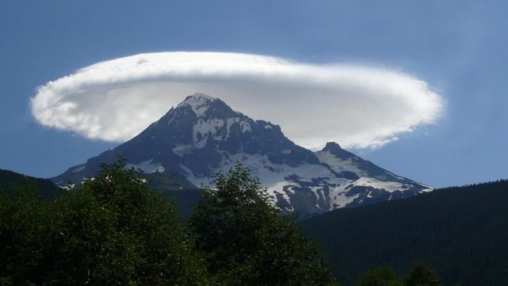 24-Lenticular-cloud