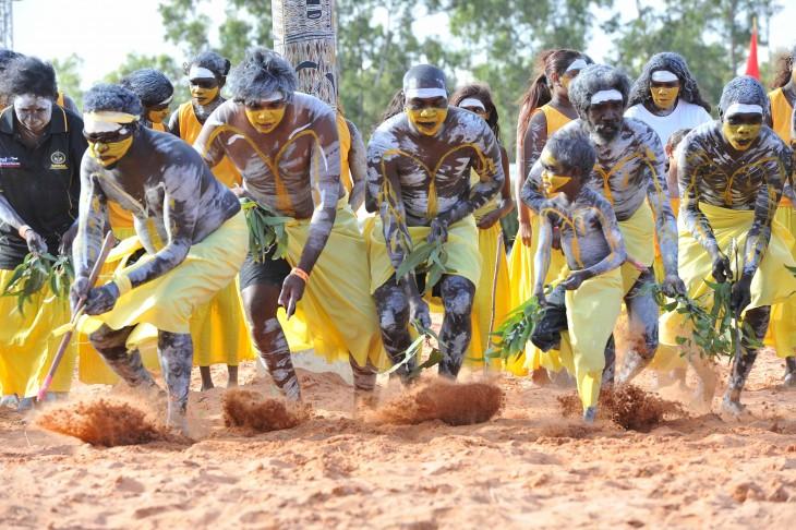 aborigenes en Festival Garma, Australia pintados ritualmente
