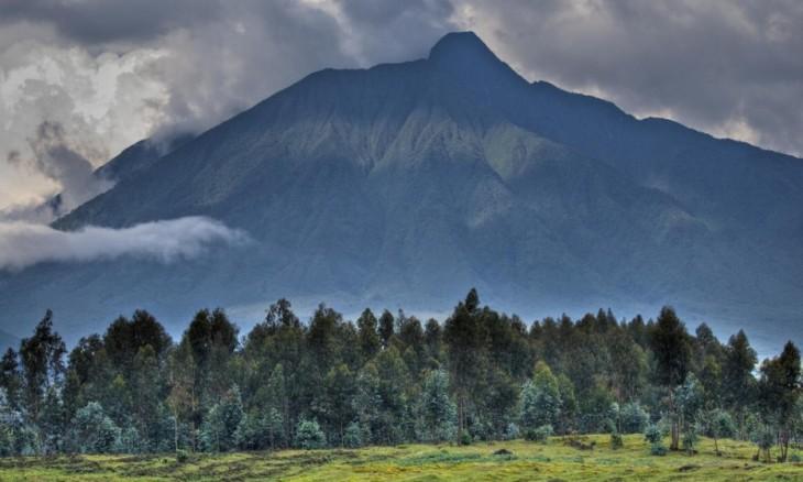 Fotografía de unos volcanes ubicados en Uganda y Rwanda
