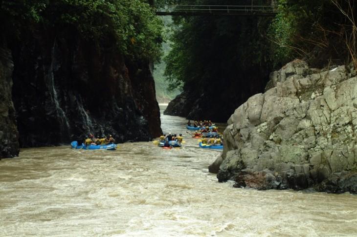 Navegar por el río Amazonas - Perú