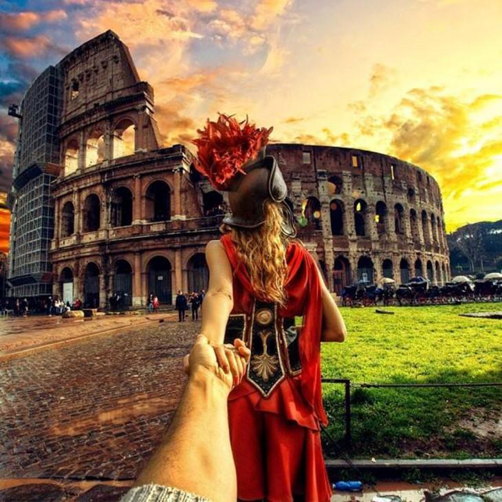 pareja Siguiéndose en el Coliseo