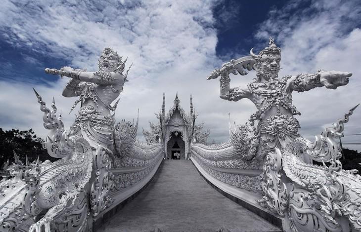 impactante templo de cristal