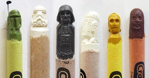 artista con crayones hace esculturas