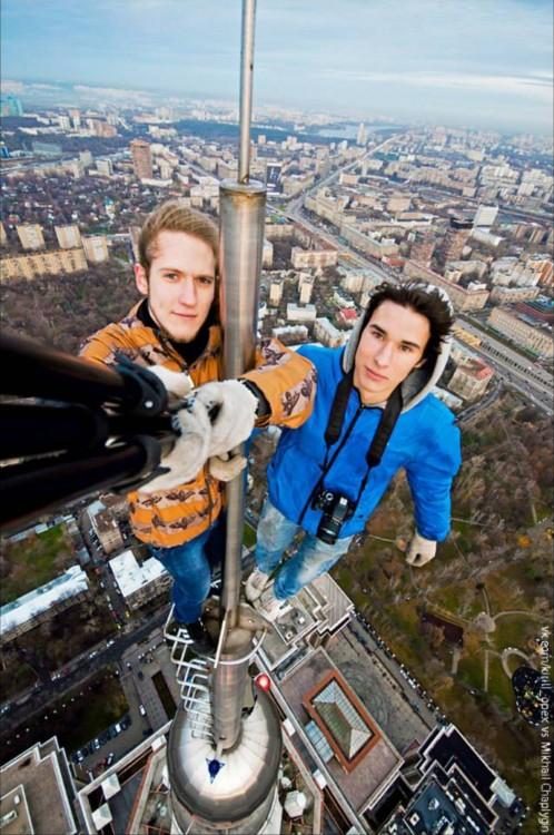 Selfie colgando del vacio